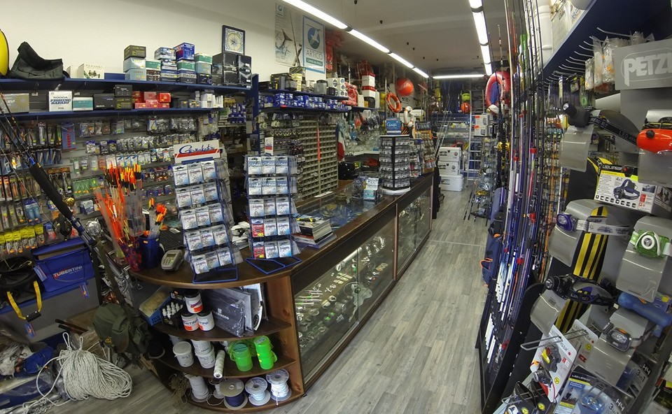 interno del negozio Nautica Inn Formia - Pesca-Sub-Nautica